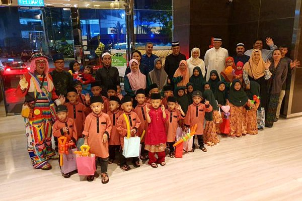 Ramada Suites KL extend hand of generosity during festive season