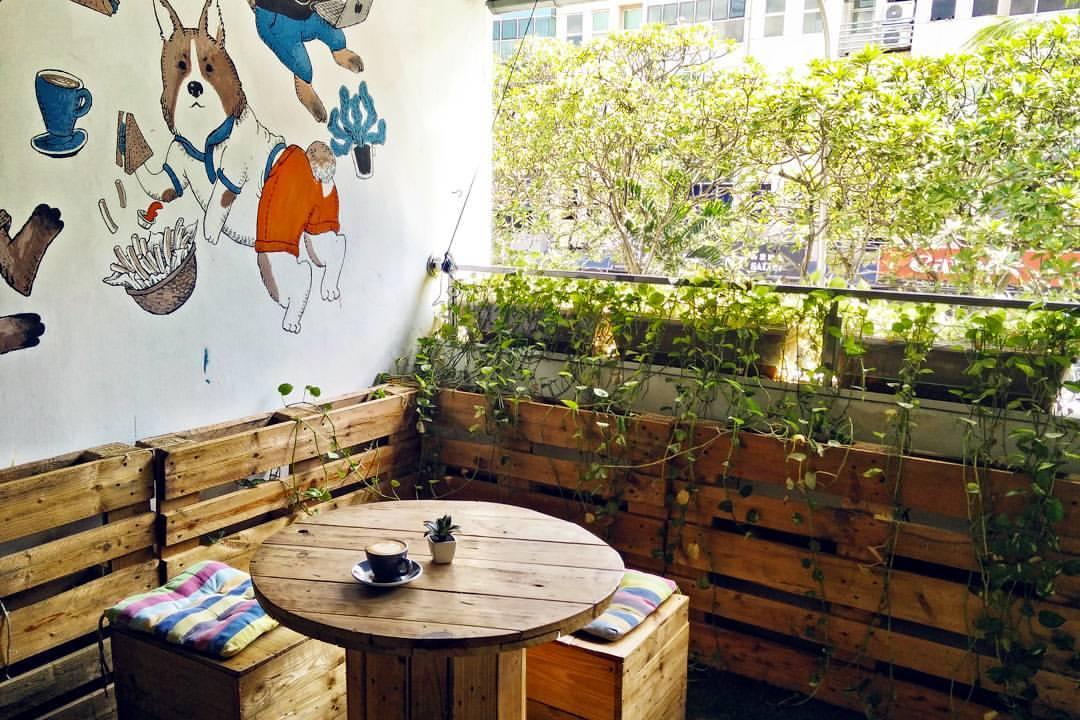 95 Degrés Art Café Review