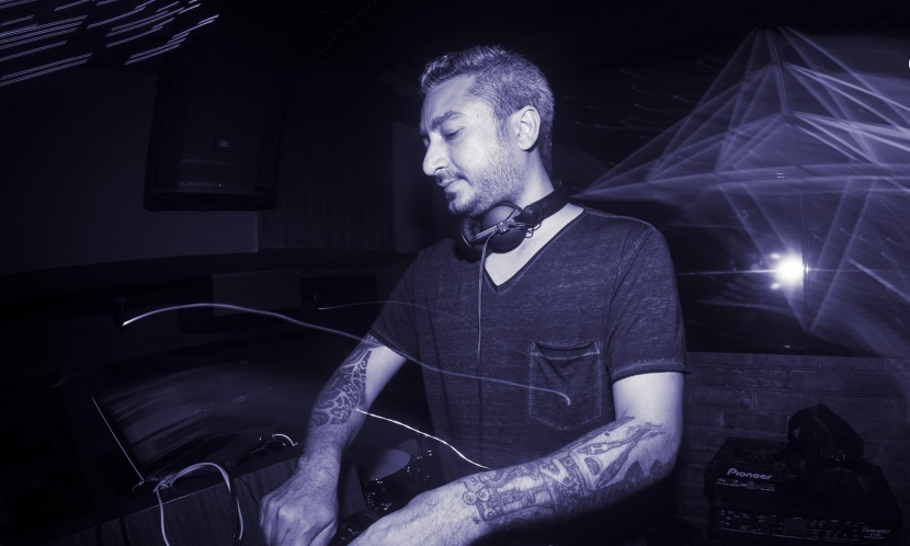 The Sweatbox at Elysium Bar & Terrace on 24 FEBRUARY 2018 features a special guest who happens to be one of the pioneers of electronic music in India – Ash Roy.